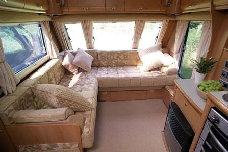 Bekleding Caravan reinigen: muffe lucht of net een tweedehands ...